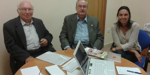 El Sr. Ramon M. Miralles Pi i la Sra. Clara Rosàs Sabé, President i Gerent de la Federació Catalana d'Entitats contra el Càncer (FECEC), visiten l'Associació Fènix a Solsona