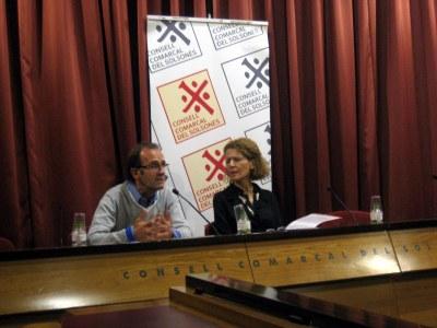 """La conferència """"El missatge de les llàgrimes"""" a càrrec de la psicoterapeuta Alba Payàs, omple la sala gòtica del Consell Comarcal"""